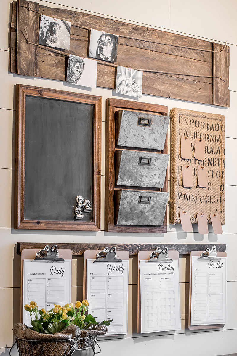 How to design a rustic farmhouse style command center for your small home office or entryway. Create a drop zone to keep your home organized.  Free printable agenda pages to download for scheduling.