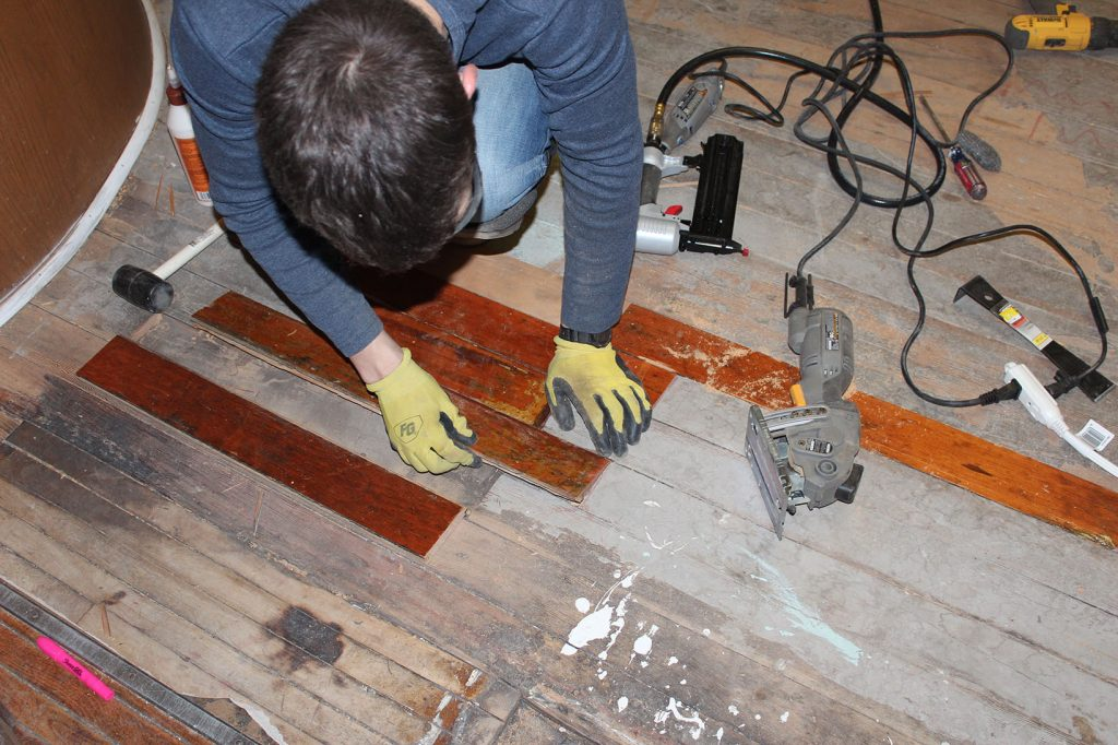 Replacing damaged hardwood floor boards