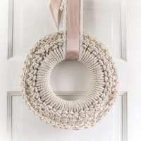 A Cozy Crochet Wreath to make for Fall, or Winter, or Whenever!