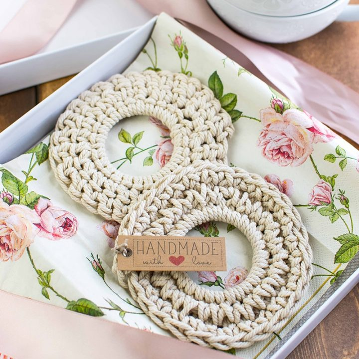 Easy Crochet Coasters - Cheap, Easy and Super Cute