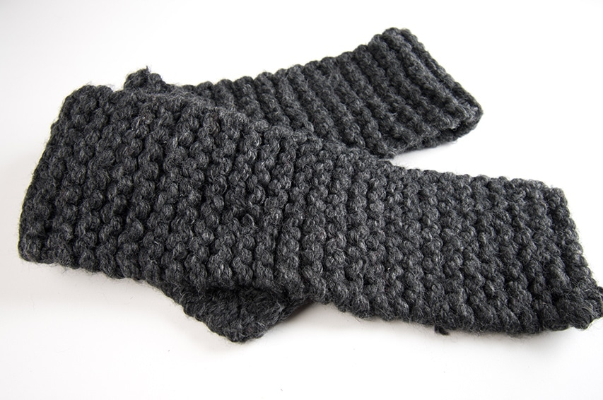 Knitted scarf with dark gray jumbo yarn